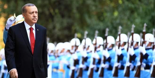 Cumhurbaşkanı Erdoğan afişlerini yırtan çocuklardan şikayetçi olmadı