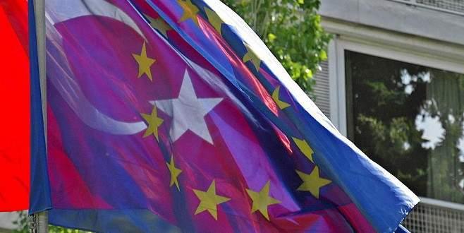 AB'nin İlerleme Raporu'nda Türkiye'ye övgü