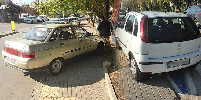 Bursa'da kaldırıma park eden sürücülere ceza yağdı