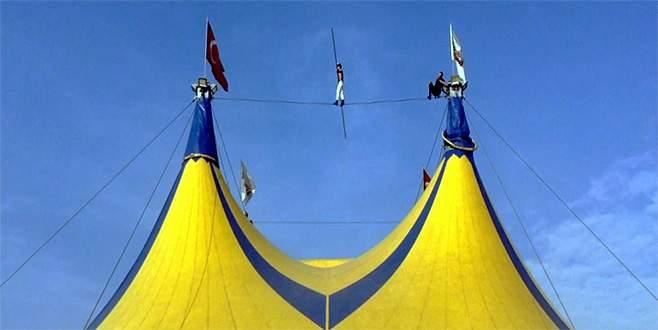 Türkiye'nin en büyük sirki Bursa'da nefes kesti