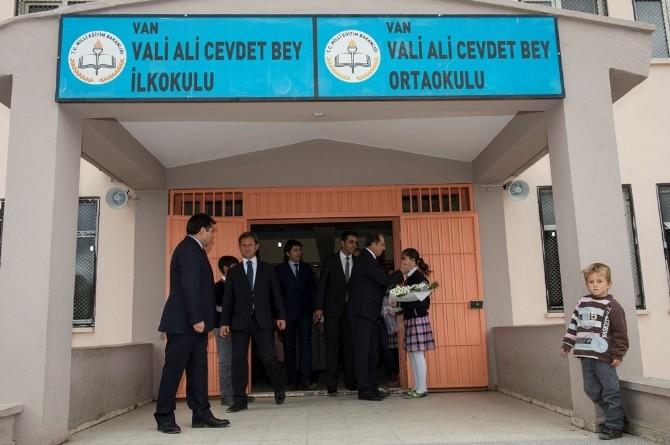 Vali Taşyapan, Kundaklandıktan Sonra Onarımı Yapılan Okulu Ziyaret Etti