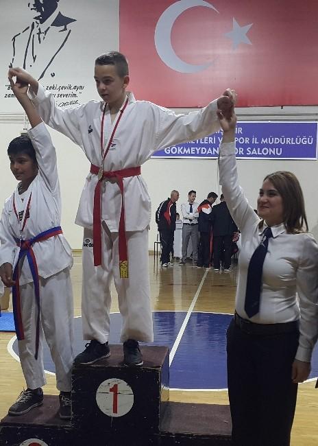 Arı Gençlik Hizmetleri Spor Kulübü Madalyaları Topluyor