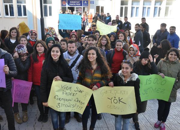 Sivas'ta öğrencilerden tulumlu 'formasyon' eylemi