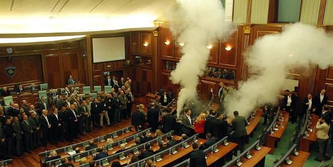 Kosova'da dört milletvekili hakkında gözaltı kararı