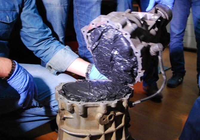 Bahçelievler'de Motor Parçalarının İçine Gizlenmiş Eroin Ele Geçirildi