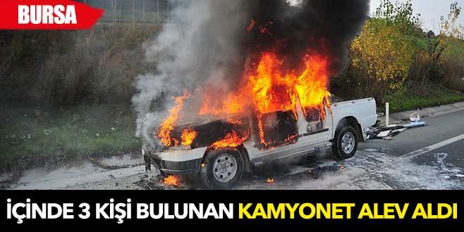 Bursa'da kamyonet alev alev yandı