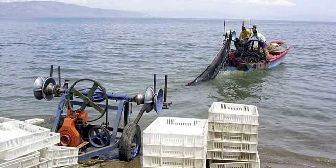 Balıkçılar boşa ağ çekiyor