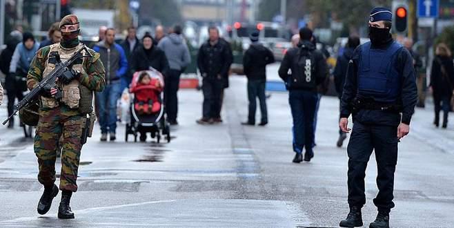 Brüksel'de 'terör tehdidi' nedeniyle hayat durdu