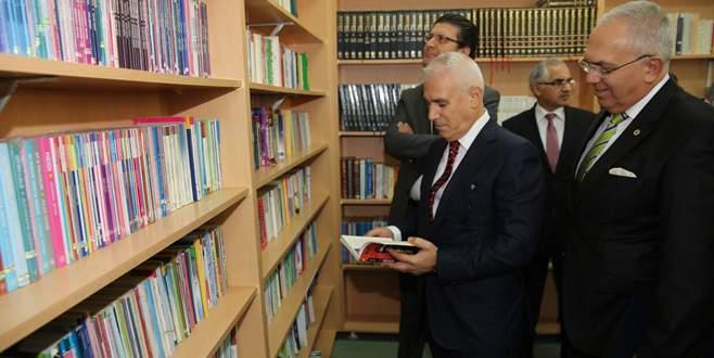 Emeklilerden okullara altıncı kütüphane