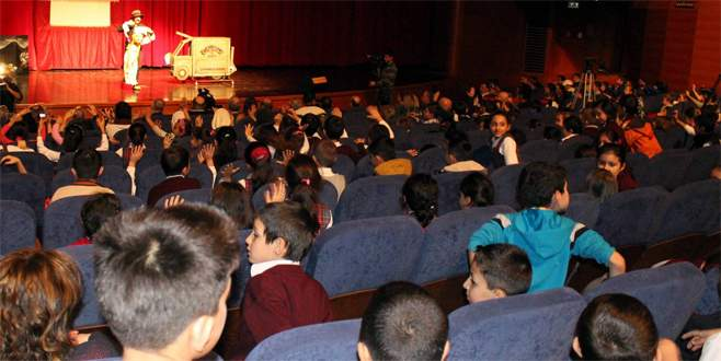 Kukla ve Gölge Oyunları Festivali Bursa'da başladı