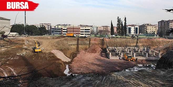 Öğrenciler rahatsız oldu, polis inşaatı durdurdu