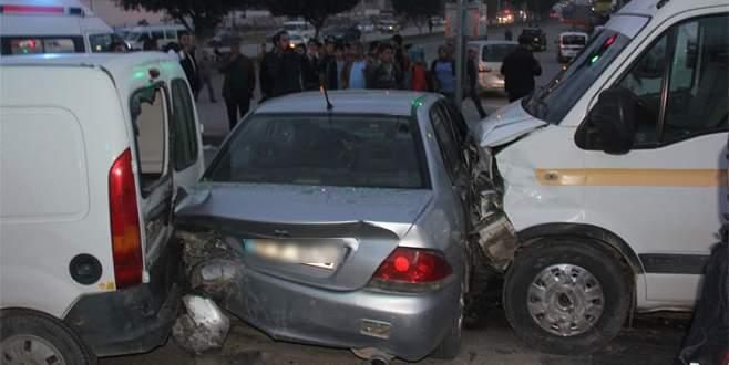 6 araç birbirine girdi: 8 yaralı