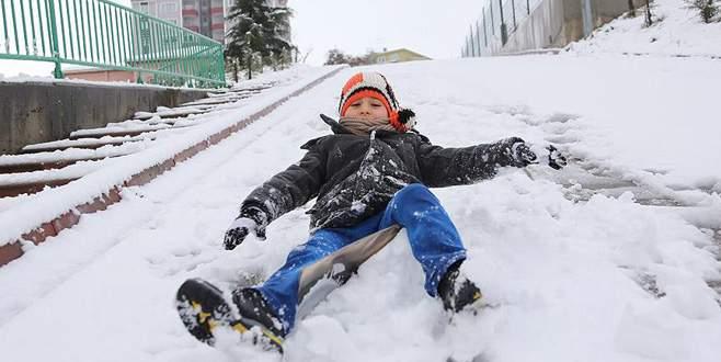 Bitlis'te kar yağışı eğitimi vurdu!