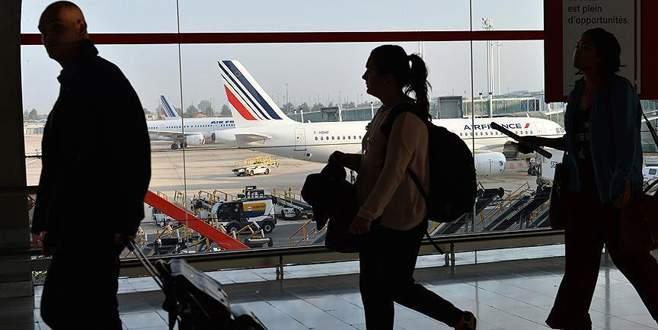 Dua ettiği için uçaktan atıldı