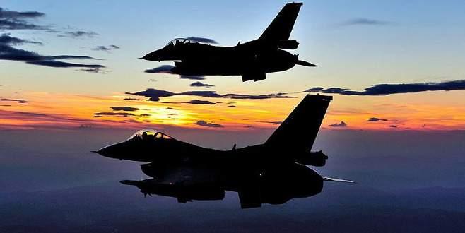 Kuzey Irak'taki PKK kamplarına bomba yağdı