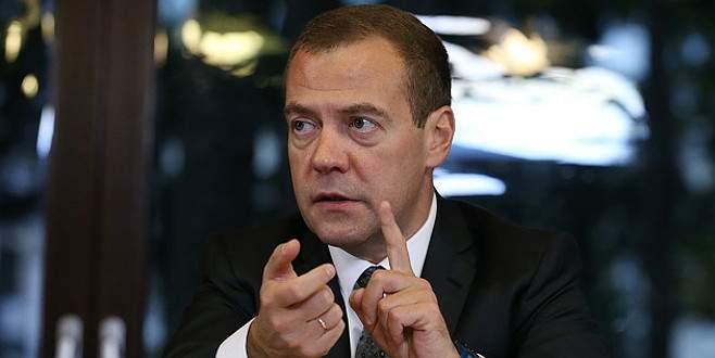 Medvedev: Türkiye uçağımızı düşürmekle savaş başlattı