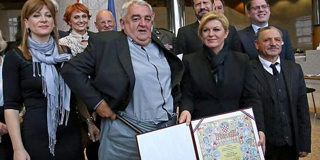 Hırvat başkanın pantolonu düştü