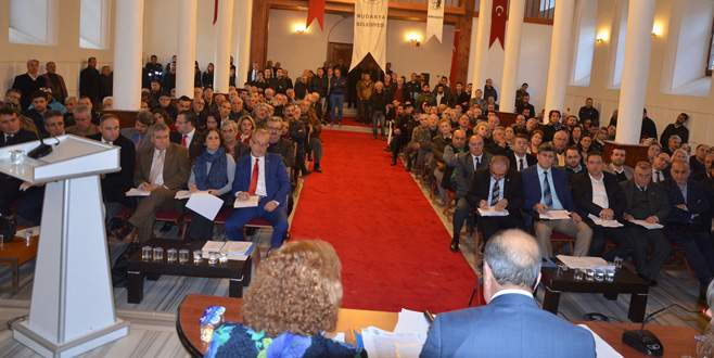 Muhalefet meclisi terk etti