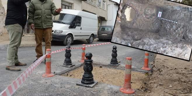 İznik'teki mozaiğin üzerinden asfalt kaldırıldı