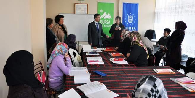 Kadınlara okuryazarlık eğitimi