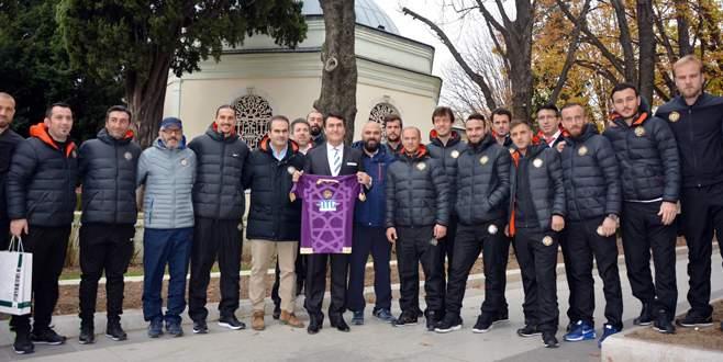 Osmanlıspor'dan Bursa'da türbe ziyareti