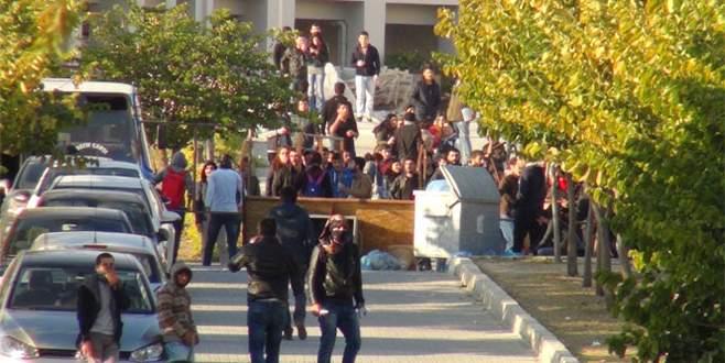 PKK yanlısı öğrenciler kampüsü savaş alanına çevirdi