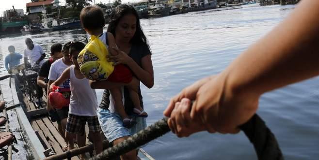 'Melor' tayfunu nedeniyle 725 bin kişi tahliye edildi