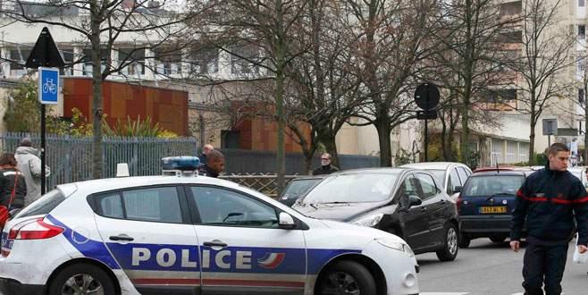 Paris'te 'IŞİD adına' öğretmene saldırı