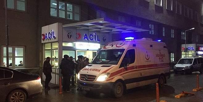 Doktor hasta yakını tarafından silahla yaralandı