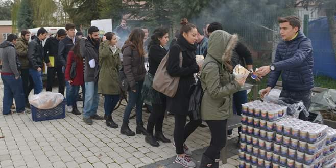 Üniversite öğrencilerine köfte ikramı