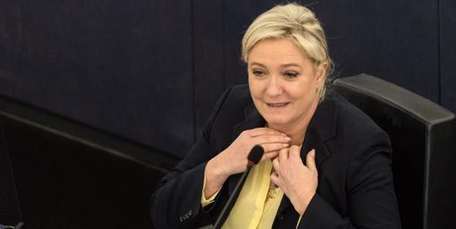 Le Pen'in partisi isim değiştiriyor