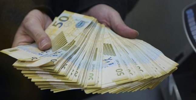 Azerbaycan ikinci kez devalüasyona gitti