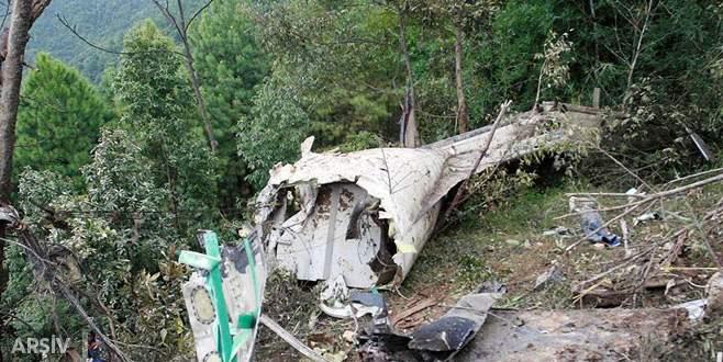 Hindistan'da uçak duvara çakıldı: 10 ölü