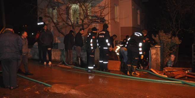 Su borusu patladı: 1 ölü, 2 yaralı