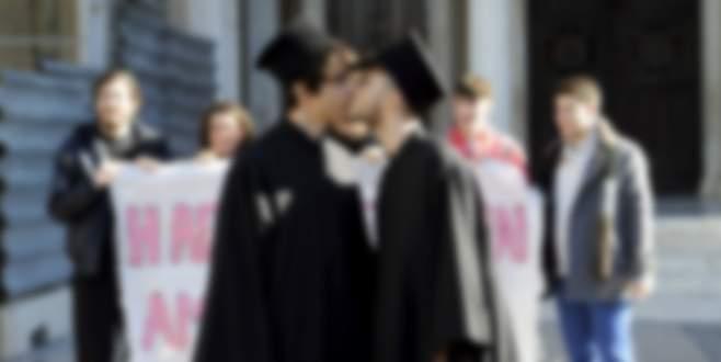 Eşcinsellik yasası geçti iki gün 'yas' ilan edildi