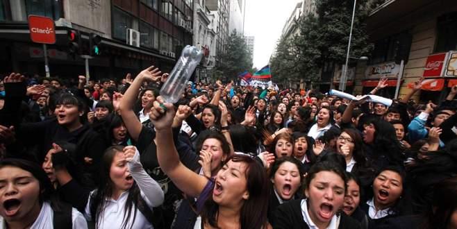 Şili'de okul harçları kalkıyor