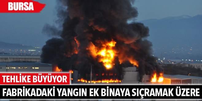 Bursa'daki yangın fabrikanın ek binasına sıçramak üzere
