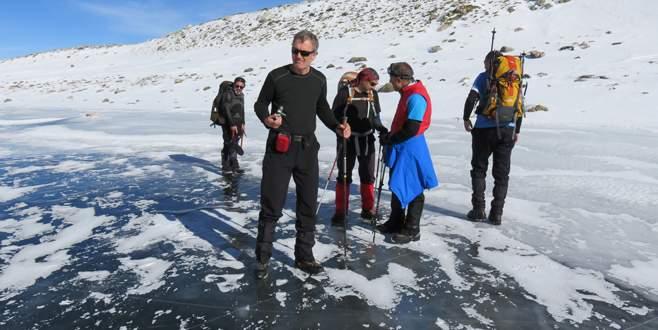 Buzul göllerinde kayak keyfi