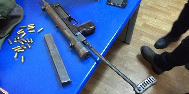 Yolcunun çantasında otomatik tüfek bulundu