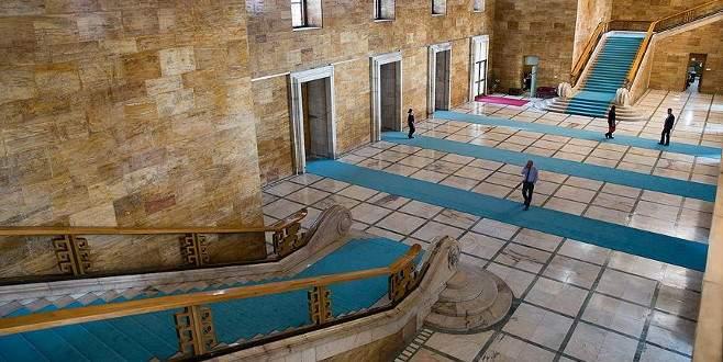 Meclis'in halıları turkuaz mavisi oldu