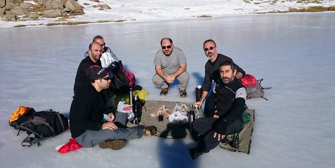 2 bin metrede doğal buz pisti