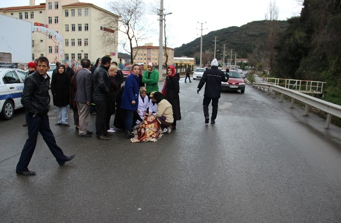 Otomobilin Çarptığı Öğretmen Üşümesin Diye Battaniye Örttüler