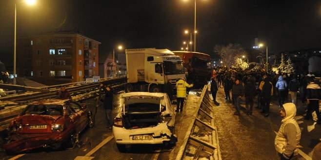 40 araç birbirine girdi: 16 yaralı