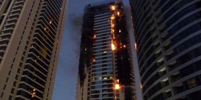 Yılbaşı kutlamalarında 63 katlı otelde yangın çıktı