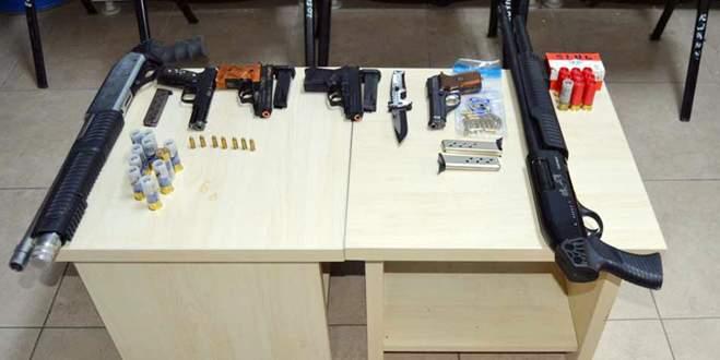 Yılbaşı gecesi çok sayıda silah ve uyuşturucu ele geçirildi