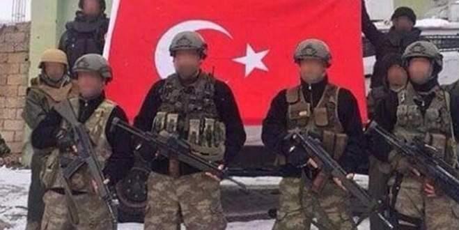 Küçük Kandil'i dağıtıp Türk bayrağı çektiler