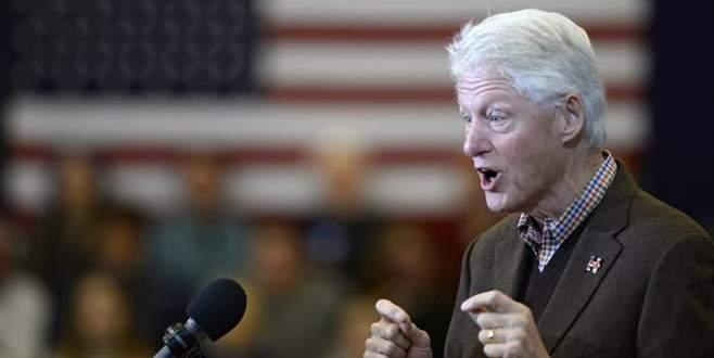 Bill Clinton eşine destek vermek için meydana indi