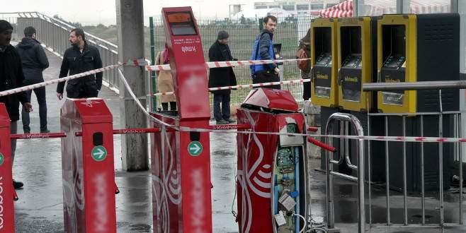 İstanbul'da metrobüs turnikesi patladı