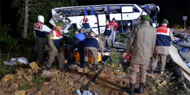 Göçmenleri taşıyan otobüs devrildi: 8 ölü, 42 yaralı