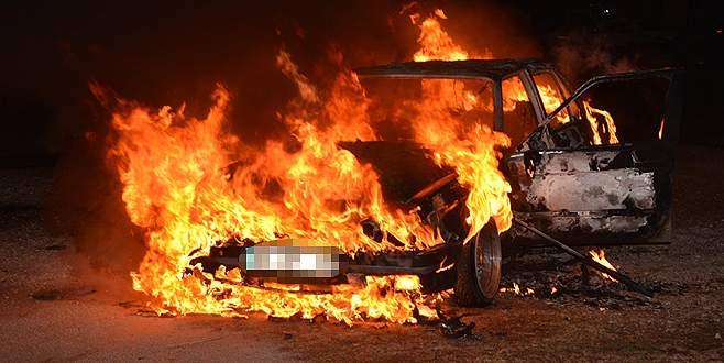 Otomobilini yaktı, 'mal benim değil mi' dedi